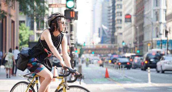 Circular en bicicleta por la calle